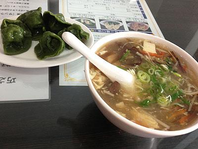 現地で大人気の水餃子「巧之味手工水餃」酸辣湯と干貝水餃