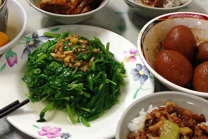 燙青菜と魯鴨蛋