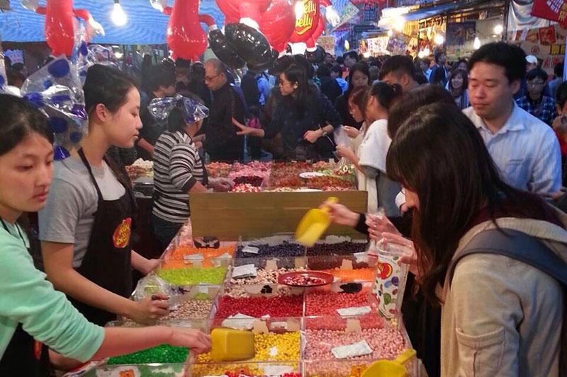 台湾の大みそか、迪化街(ディーホアジエ)の様子