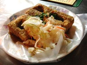 人気店「下港名彭臭豆腐」の黄金脆皮炸臭豆腐