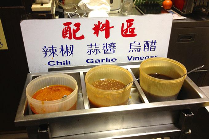 私は辛い辣椒を入れて食べるのが好き