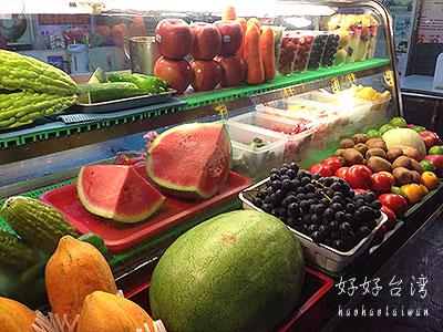 遼寧夜市で金桔檸檬とスイカジュース