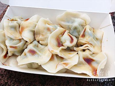 永康街の鴻興餃子館でモチモチ水餃子と天津葱抓餅