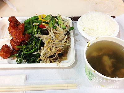 台湾式食堂「意美自助餐」で100元の定食を!