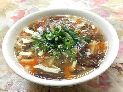 正好鮮肉小籠湯包の酸辣湯(35元)