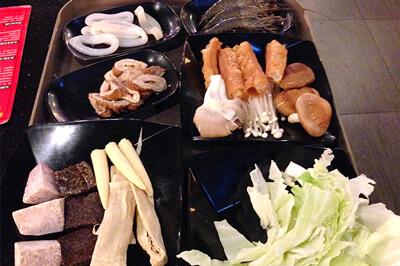 台湾人と行くと茶色系の食材が多いのも特徴