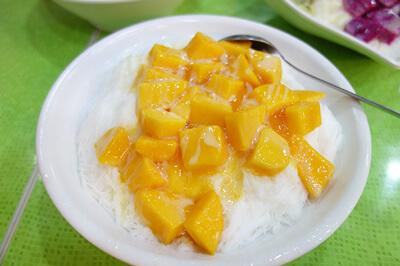 マンゴーが輝いている芒果雪花冰