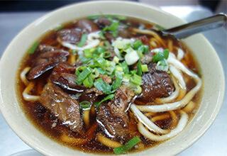 台湾グルメの定番!牛肉麺を食べるなら西門町の富宏牛肉麺