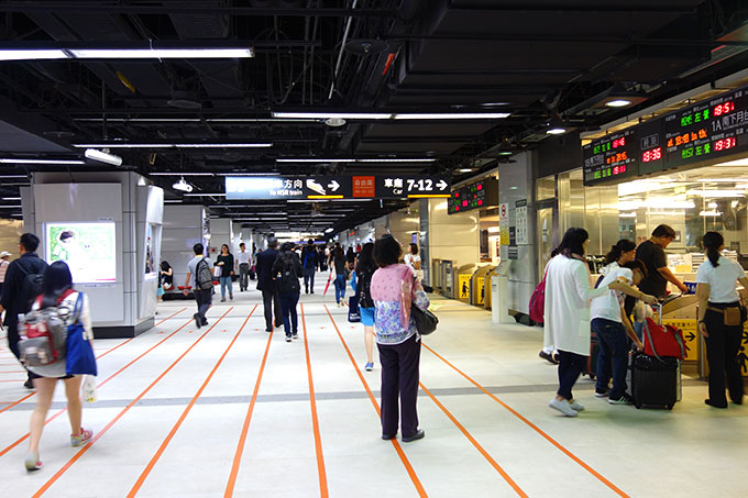 台湾新幹線の改札前