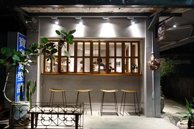 路地裏にあるコーヒースタンドJack&NaNa Coffee Storeでほっと一息
