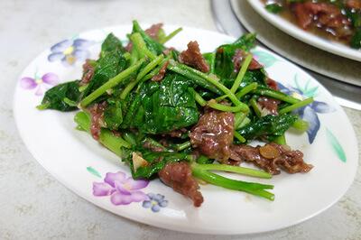 牛肉炒青菜(牛肉と青菜炒め)