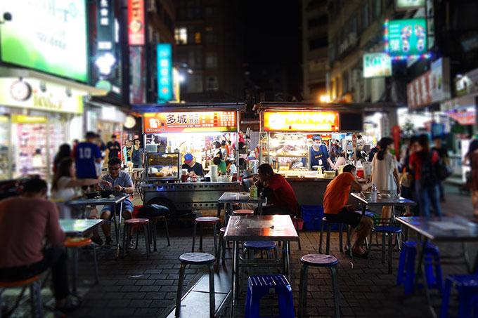 小さいけど活気のある雙城街夜市