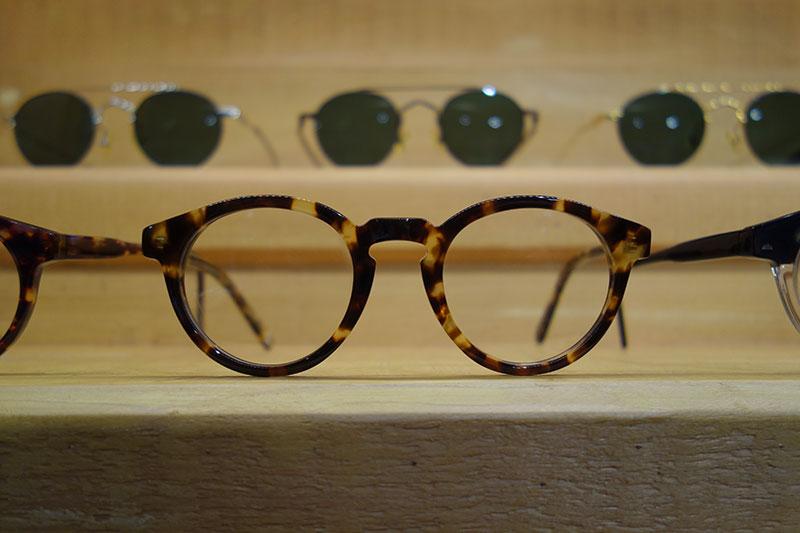 オールべっ甲のメガネ
