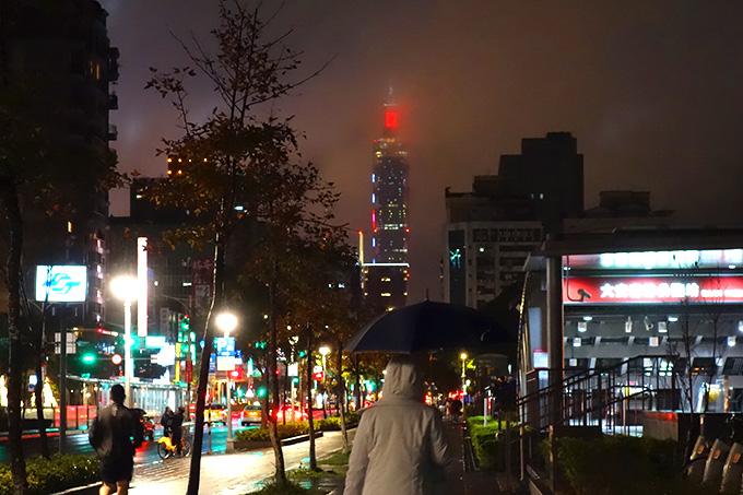 小雨が降る大晦日の台北市内